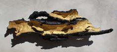 QUERCUS WALL IV - Sculpture, 175x55x30 cm ©2016 par alfonsojimenezarcos - Art conceptuel, Art abstrait, Expressionnisme abstrait, Bois, Autre, Art abstrait, negro, dorado, mural, técnica mixta, pieza unica