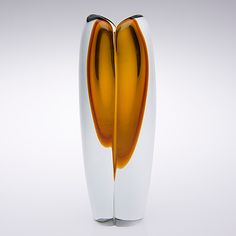 "KAJ FRANCK - Glass vase ""Tulppaani"" (Tulip) for Nuutajärvi Notsjö 1956, Finland.   [h. 20 cm]"