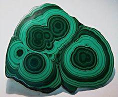 Malachite ~~~~Malaquita: gema que fornece sorte. O mês de dezembro é representado pelo azul-turquesa e malaquita. ~~~~