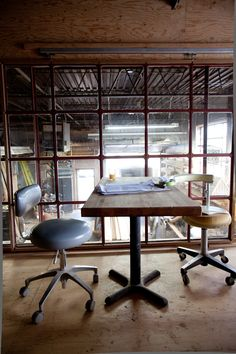 9 Simple Tips Can Change Your Life: Industrial Stairs Case industrial design store.Industrial Chic Outfit industrial home fasad. Industrial Cafe, Industrial Restaurant, Industrial Apartment, Industrial Bedroom, Industrial Interiors, Industrial Lighting, Industrial Office, Industrial Wallpaper, Industrial Windows