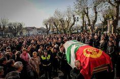 """O presidente da Câmara de Matosinhos foi, esta segunda-feira, recordado pelas centenas de anónimos e figuras nacionais que acompanharam as cerimónias fúnebres do autarca pela """"boa disposição"""", """"convicções socialistas"""" e pelo """"salto qualitativo"""" que fez a cidade dar."""