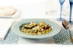 Mar y huerta: la ternura de las fabes y la potencia de las almejas unidas en un platazo de la cocina asturiana cocinado en Crock Pot.