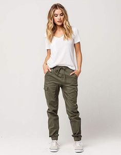 attractive travel outfit ideas for you who always on the go 10 Olive Pants Outfit, Jogger Pants Outfit, Jogger Pants Style, Casual Outfits, Cute Outfits, Fashion Outfits, Womens Fashion, Green Cargo Pants, Green Joggers