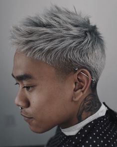 Best Hairstyles for Asian Men Tousled texture for this metallic silver hair with a temple fade Asian Men Short Hairstyle, Asian Man Haircut, My Hairstyle, Cool Hairstyles, Asian Hairstyles, Hairstyles 2018, Haircut Short, Black Hairstyles, Heatless Hairstyles