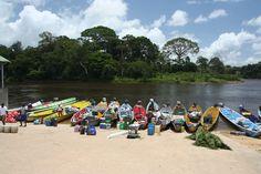 Vanaf Pokigron is het met de korjaal nog een paar uurtjes varen de Surinamerivier stroomopwaarts naar Anaula
