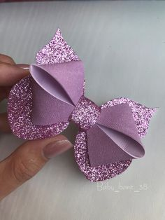 20 Pretty And Easy Ideas to Wear Butterfly Hair Clips Making Hair Bows, Diy Hair Bows, Diy Bow, Bow Making, Felt Bows, Ribbon Bows, Bow Template, Hair Bow Tutorial, Bow Pattern