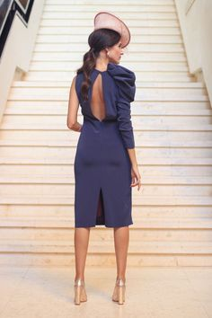 Swans Style is the top online fashion store for women. Shop sexy club dresses, jeans, shoes, bodysuits, skirts and more. Elegant Dresses, Casual Dresses, Fashion Dresses, Dresses For Work, Party Fashion, Fashion Show, Look 2018, Blouse Dress, Contemporary Fashion