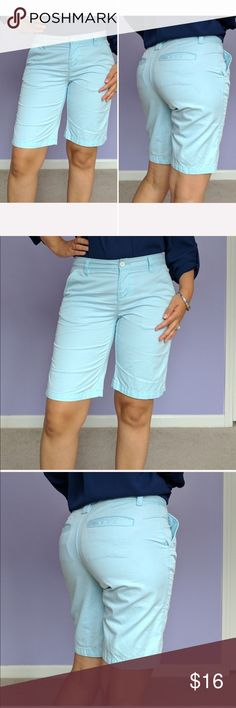 GH Bass Light Blue Bermuda Shorts Great Bermuda shorts in light blue. Two  pockets on b056e5e77a9