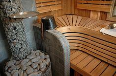 Rock use heat store! Outdoor Sauna, Outdoor Decor, Building A Sauna, Sauna Design, Finnish Sauna, Spa Rooms, Steam Room, House In The Woods, Modern Bathroom