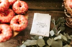 Donut Walls, Cakes and Favors Wedding 2017, Wedding Trends, Wedding Favor Bags, Custom Bags, Wedding Paper, Country Christmas, Wedding Images, Paper Goods, Personalized Wedding