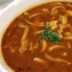 Dršťková polévka je tradičním receptem na našem území. Je velmi oblíbená v Čechách i na Slovensku. Tento recept je na hustou a výbronú dršťkovou polévku. Czech Recipes, Ethnic Recipes, Thai Red Curry, Stew, Chili, Food And Drink, Treats, Cooking, Soups