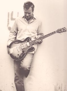 Apparently he collects Gibsons. He has good taste...I love ours! #KieferSutherland #gibsonguitar
