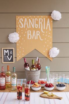 For your next poolside party: a Make-Your-Own Sangria Station. - For your next poolside party: a Make-Your-Own Sangria Station. Create signage with construction p - Sangria Party, Cocktail Party Decor, Brunchs Ideas, Ideas Party, Party Ideas For Adults, Adult Party Ideas, Wein Parties, Wine Station, Party Stations
