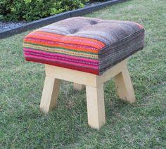MARABIERTO - Banquito André tapizado en manta de colores