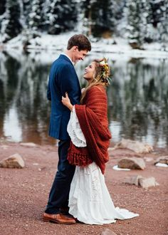 Cozy Aspen Elopement in the Maroon Bells » girl » lady » boy » bro » guy » lady » woman » photography » session » lights » photo » instagram worthy » bro » dude » wassup man » pins for pins » pinterest » style » fashion » adventure » tones » shading » lighting » family »
