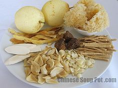 Moisturizing Asian Pears Herbal Soup with Dried Figs Herbal Chicken Soup, Herb Soup, Chinese Soup Recipes, Asian Recipes, Chinese Herbs, Chinese Food, Chinese Medicine, Healthy Chinese, Pear Soup Recipe
