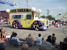 Now every town needs an ice cream truck like this. you could see him comming for a mile. the ice cream truck Ice Cream Cart, Outdoor Halloween, Bike, Vehicles, Serious Business, Outdoor Decorations, Food Trucks, Google Search, Icecream