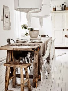 my scandinavian home: A Norwegian space with a boho / rustic touch Love the materials. Decoration Inspiration, Dining Room Inspiration, Interior Inspiration, Vibeke Design, Decor Scandinavian, Interior Decorating, Interior Design, Home And Deco, Rustic Interiors