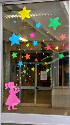Cap & Stars Door Decoration - New Deko Sites Kids Crafts, Preschool Crafts, Diy And Crafts, Paper Crafts, Clown Crafts, 3d Paper, Decoration Creche, Board Decoration, Preschool Classroom Decor