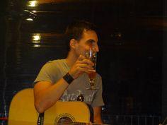 Agosto 2013 | Cavezzo (Mo) Live al Kariba  Scusate mi date una birra? E' solo 1 ora che suono!