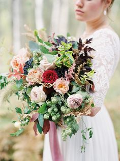 Photography: Rebecca Hollis Photography - rebeccahollis.com Venue: Green Valley Ranch - www.greenvalleyranchmontana.com Floral Design: Beargrass Gardens Florals And Events - beargrassgardens.com   Read More on SMP: http://www.stylemepretty.com/2016/01/21/rustic-elegant-floral-inspiration-from-the-wild-west-flower-workshop/