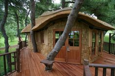"""A """"big kid"""" tree house in Athens, Greece"""