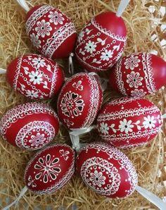Polish Recipes, Arte Popular, Easter Dinner, Egg Decorating, Dot Painting, Easter Eggs, Arts And Crafts, Wood, Porcelain