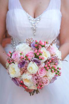 Buchet alcatuit din trandafiri Memory Lane, trandafiri roz pal, trandafiri David Austin, astilbe si hypericum