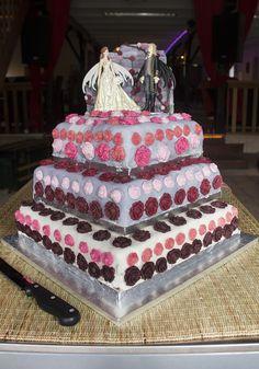 Sprookjes thema op jullie bruiloft? Zet dan een prins en prinses bovenop de taart! #bruidstaart #weddingcake Cake, Desserts, Food, Tailgate Desserts, Deserts, Kuchen, Essen, Postres, Meals