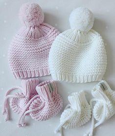 Мои аисты по одному не носятps.завязочки на шапочках конечно будут, но я на пару минут представила идеальный мир, где младенчики носят шапки без завязок