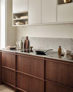Cheap Home Decor Simple but warm kitchen.Cheap Home Decor Simple but warm kitchen. Swedish Kitchen, Nordic Kitchen, Warm Kitchen, Home Decor Kitchen, Kitchen Interior, Home Kitchens, Kitchen Dining, Wooden Kitchens, Interior Livingroom