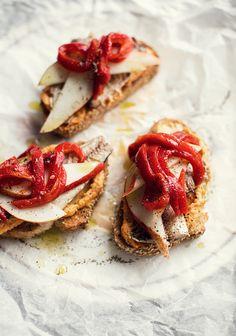 � bas les pr�jug�s envers les sardines. C'est bon les sardines, et encore plus avec du houmous et des poires. C'est un lunch qui s'apporte super bien au bureau ou � l'�cole parce que �a s'assemble au moment de le manger.