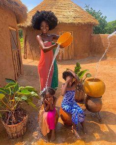 Family time is the best time in Ghana by @iamhamamat via @onreact Art Black Love, Black Girl Art, Black Girl Magic, Beautiful African Women, African Beauty, Beautiful Black Women, Cabin In The Woods, African Girl, Foto Art