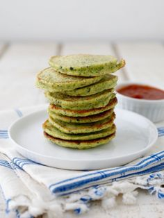 These Green Veggie Pancakes are the best way to use an abundance of vegetables. They're super easy to prepare and are a perfect vegetarian recipe! Toddler Meals, Kids Meals, Toddler Food, Toddler Recipes, Spinach Pancakes, Savory Pancakes, Vegetarian Recipes, Healthy Recipes, Spinach Recipes