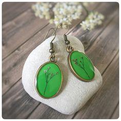 """Blütenschmuck - ovale Ohrhänger """"Schleierkraut"""" grasgrün - ein Designerstück von Kiezelfen bei DaWanda"""