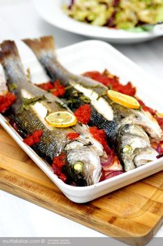 Baked Sea Bass The most beautiful, most delicious, newest recipes on this page. Healthy Meals For Two, Healthy Baking, Healthy Dinner Recipes, New Recipes, Baking Recipes, Baked Sea Bass, Baked Fish, Shellfish Recipes, Seafood Recipes
