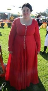 century kirtle -- The Tangled Bobbin 14th Century Clothing, Medieval Fair, 15th Century, Tangled, Costumes, Clothes, Roll Ups, Outfit, Rapunzel