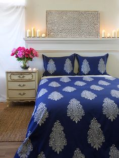Navy Blue White Paisley Print KING DUVET COVER: Love a bedroom that combines the right amount of bold with the perfect touch of sophistication? You'll want to spread our inky, indigo duvet across your bed. Elegant paisleys float serenely atop deep color and combine to create a fresh, modern look for your global space.