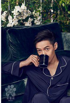 Actor Hu Ge poses for fashion magazine | China Entertainment News