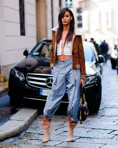 Best Street Style From Milan Fashion Week Fall 2017 Milan Fashion Week Street Style, Model Street Style, Street Style Trends, Street Style Summer, Milan Fashion Weeks, Autumn Street Style, Cool Street Fashion, Street Styles, Style Snaps