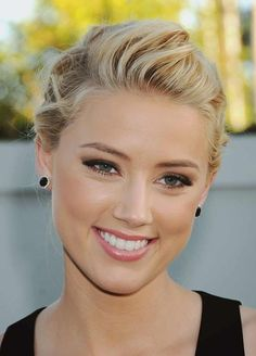 Amber Heard, in love with the up do