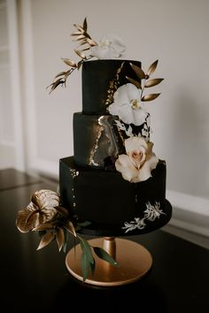 Gold accents, soft greens and cappuccino tones take centre stage in this beautifully styled wedding shoot in the New Forest. Click the link to view the full photoshoot! Black And Gold Birthday Cake, Black And Gold Cake, Black Wedding Cakes, Black Gold, Wedding Cake Gold, Wedding Black, Ivory Wedding, Black Marble, Purple Wedding