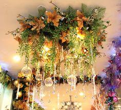 Lo quiero mucho... Christmas Chandelier, Diy Christmas Lights, Christmas Favors, Christmas Wedding, Christmas Holidays, Christmas Crafts, Christmas Ornaments, Christmas Tablescapes, Christmas Villages