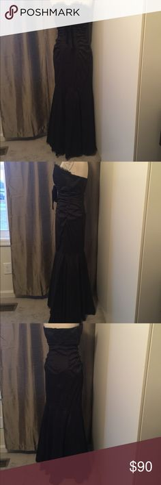 """Beautiful black dress Joanne Chen Size 12 Beautiful gently used black dress only wear it once to a wedding.  Mermaid style very comfortable starchy.  Will bring out your curves and even if your don't have any 😉like I do.  Approx. mes. Chest 15.5""""-16  length 50 """" it does have a small spot on the bottom of the dress can't really notice. Joanna Chen Dresses Strapless"""
