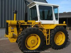 Used Farm Tractors For Sale John Deere 4320, Farm Pictures, Classic Tractor, Agriculture Farming, Old Tractors, Heavy Machinery, Lifted Ford Trucks, New Holland, Rubber Tires
