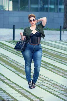 Women's plus size fashion.