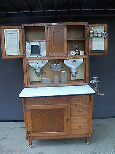 Country Furniture, Diy Furniture, Antique Furniture, Kitchen Storage, Kitchen Decor, Kitchen Ideas, Old Kitchen Cabinets, Cupboards, Antique Hoosier Cabinet