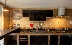 Cozinha com decoração moderno em preto