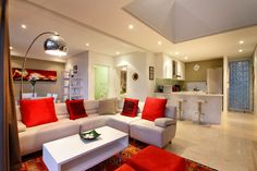 Holiday Rental  in Sea Point for 4 People: BRIDGEHOUSE APARTMENT   Winter Specials at ZAR800 / Night with CAPSOL