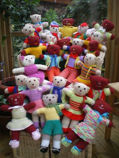 "Julia Dee's knitted teddy bear pattern, an adaptation of the ""Teddy for Tragedies"" pattern online – Square Circle Forum Julia Dees gestricktes Teddybärenmuster, eine Adaption des Musters ""Teddy for Tragedies"" online – Square Circle Forum Teddy Bear Patterns Free, Knitting Dolls Free Patterns, Knitted Dolls Free, Crochet Bear Patterns, Beginner Knitting Patterns, Knitting Paterns, Knitting Bear, Teddy Bear Knitting Pattern, Baby Booties Knitting Pattern"